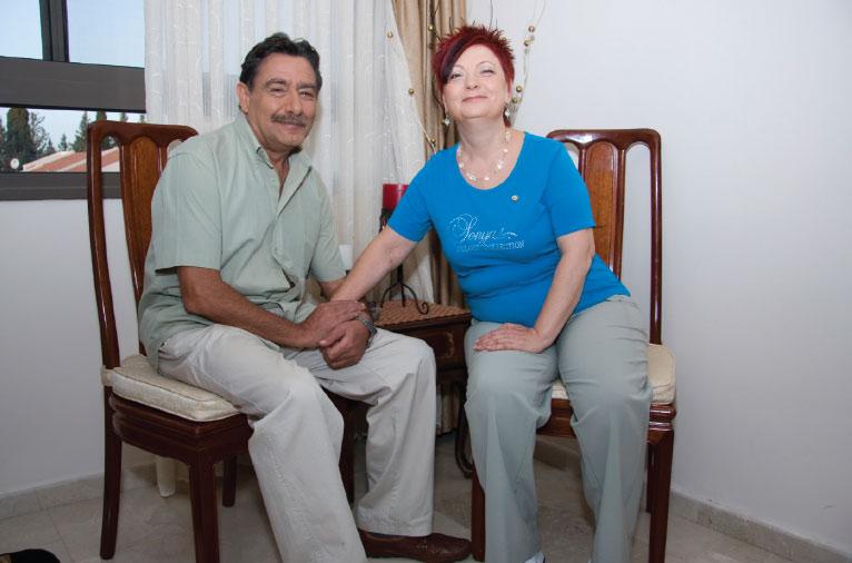 תמונה של אולגה שרייבר ובן זוגה